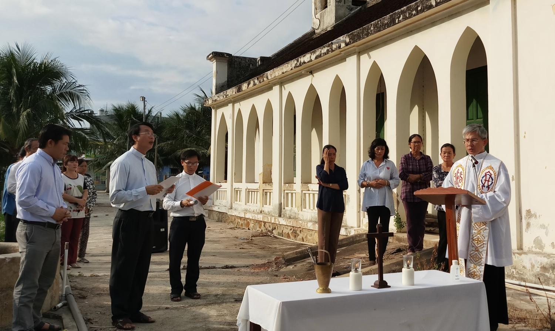 Làm phép đất và khởi công xây dựng nhà nghỉ dưỡng Linh Mục miền Ninh Thuận, Giáo phận Nha Trang.