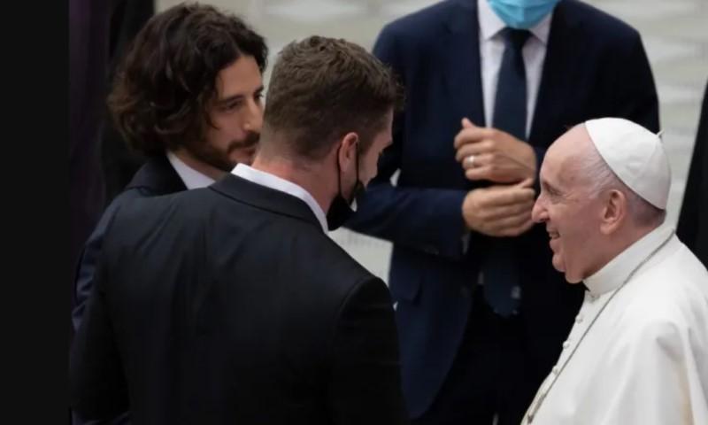 ĐTC Phanxicô gặp gỡ nam diễn viên đóng vai Chúa Giê-su trong phim 'Đấng được chọn'